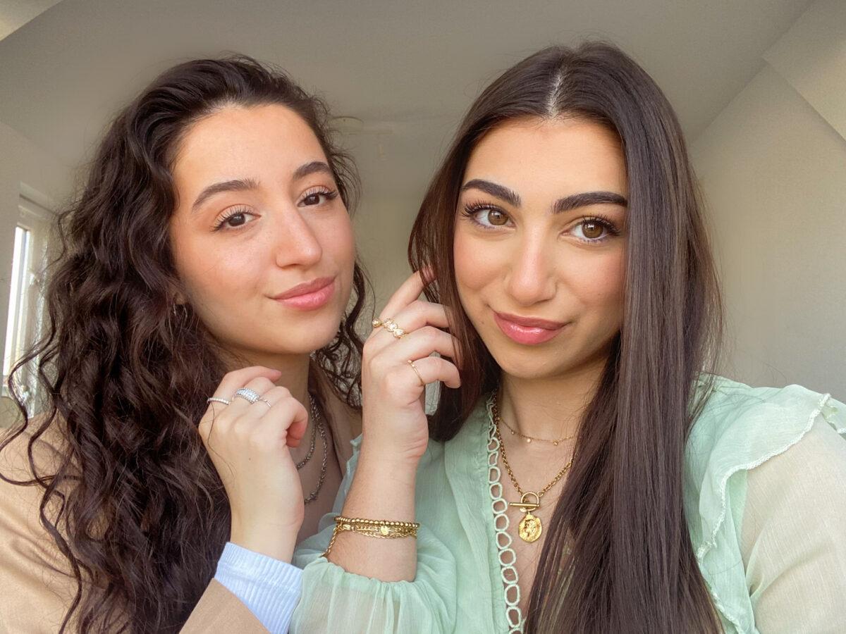 Sarah Brown en Merve Akyuz van Sunstrict