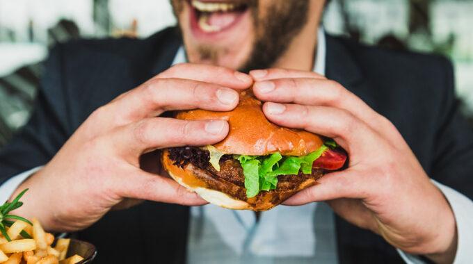 Hamburger eten in Vlaardingen