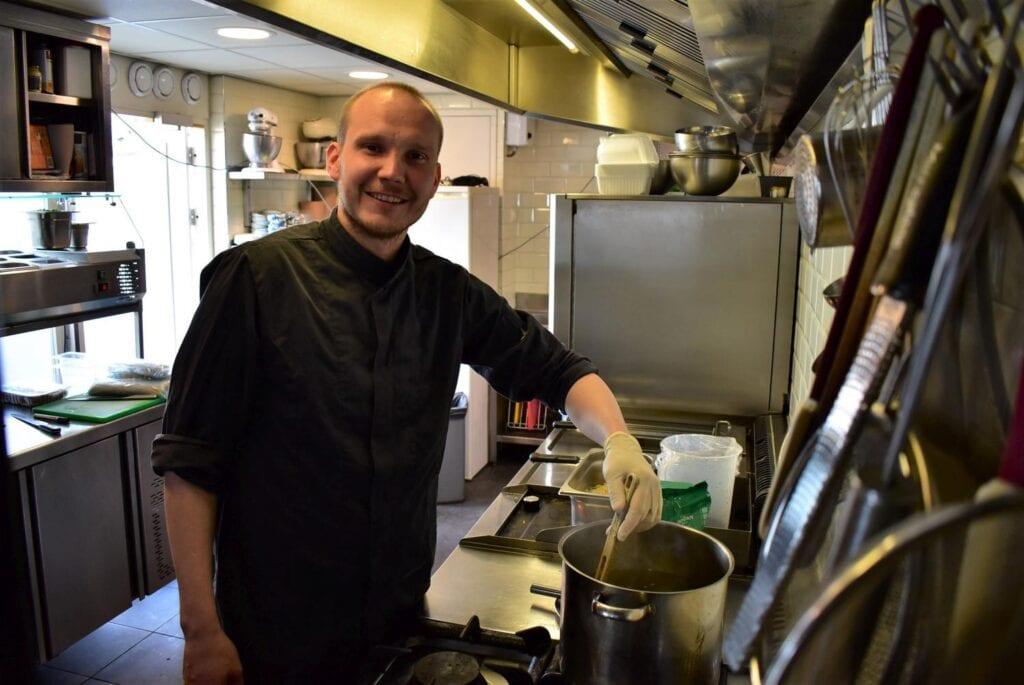 Justin Schellevis in de keuken