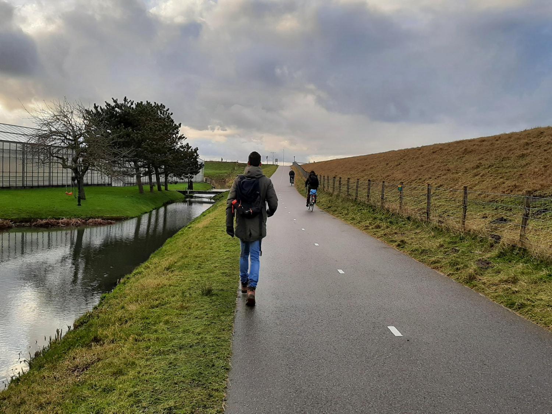 Links of rechts wandelen fietspad