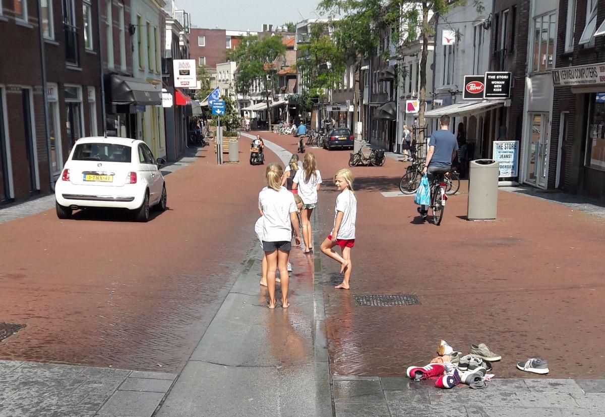Spelende kinderen Rijnstraat