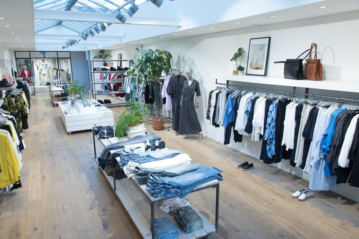 Vallen Mode kledingwinkel Harmelen