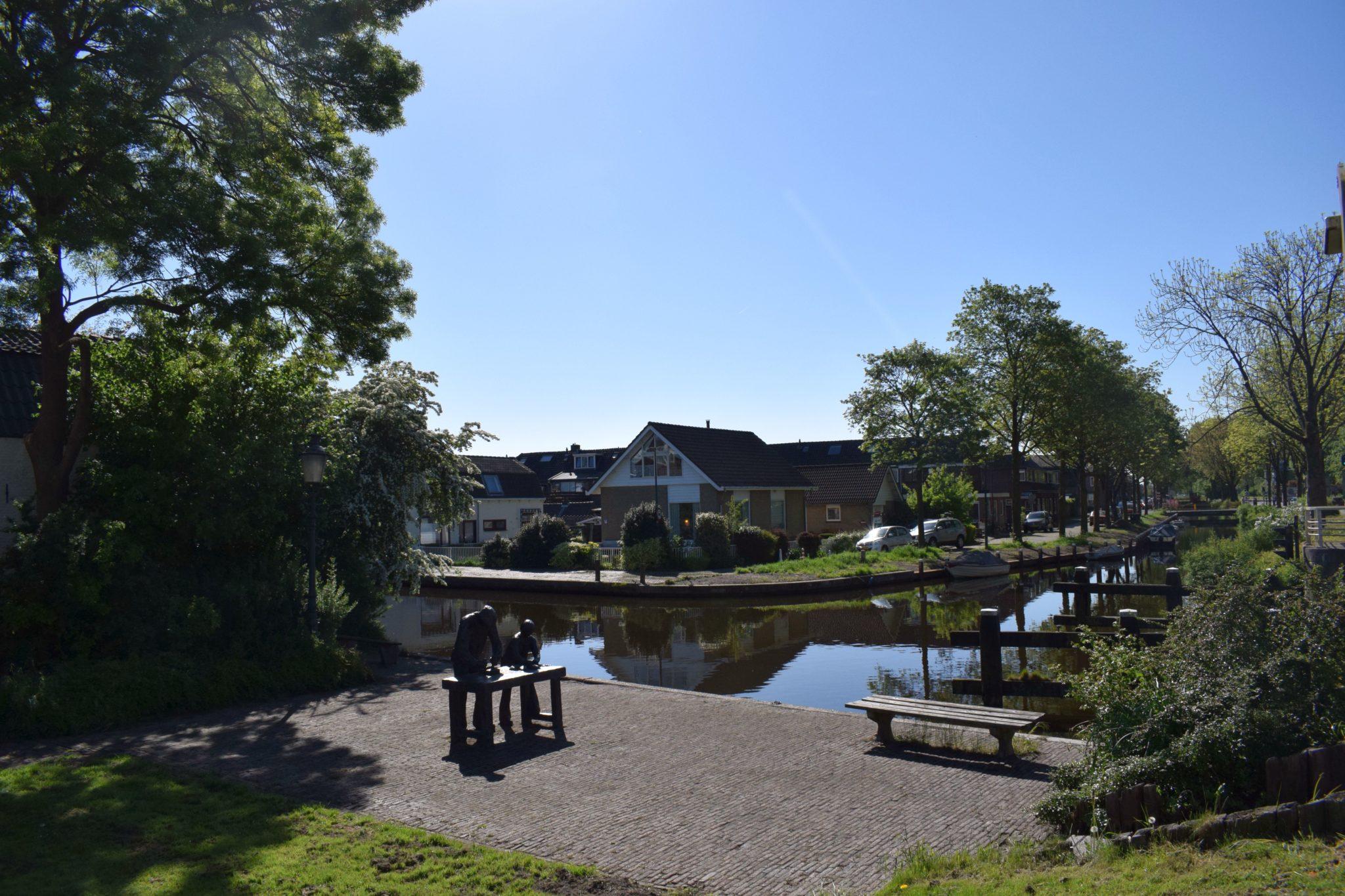 Oude Rijn bij de Kwakelbrug beeld steenbakkers Rijnkade