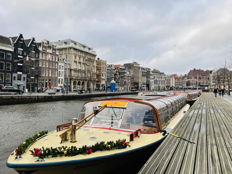 Bastion-Amsterdam-2.-Onderschrift_-Rondvaartboot-_-Foto_-indebuurt