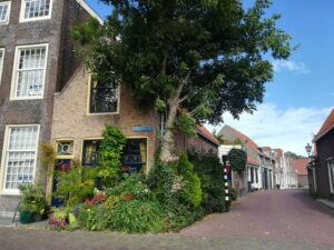 Bastion-Brielle-1.-Onderschrift_-Straatje-in-Brielle-_-Foto_-indebuurt