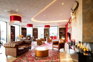 Bastion-Brielle-3.-Onderschrift_-De-lounge-in-Bastion-Hotel-Brielle-Europoort_-Foto_-Bastion-Hotels