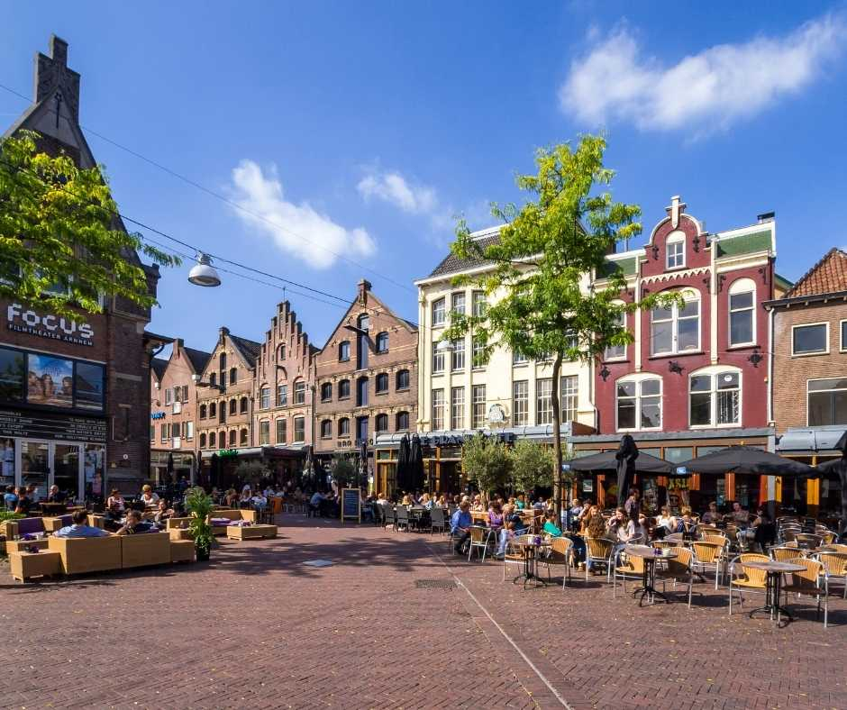 Bastion Arnhem 1. Onderschrift_ De Korenmarkt in Arnhem