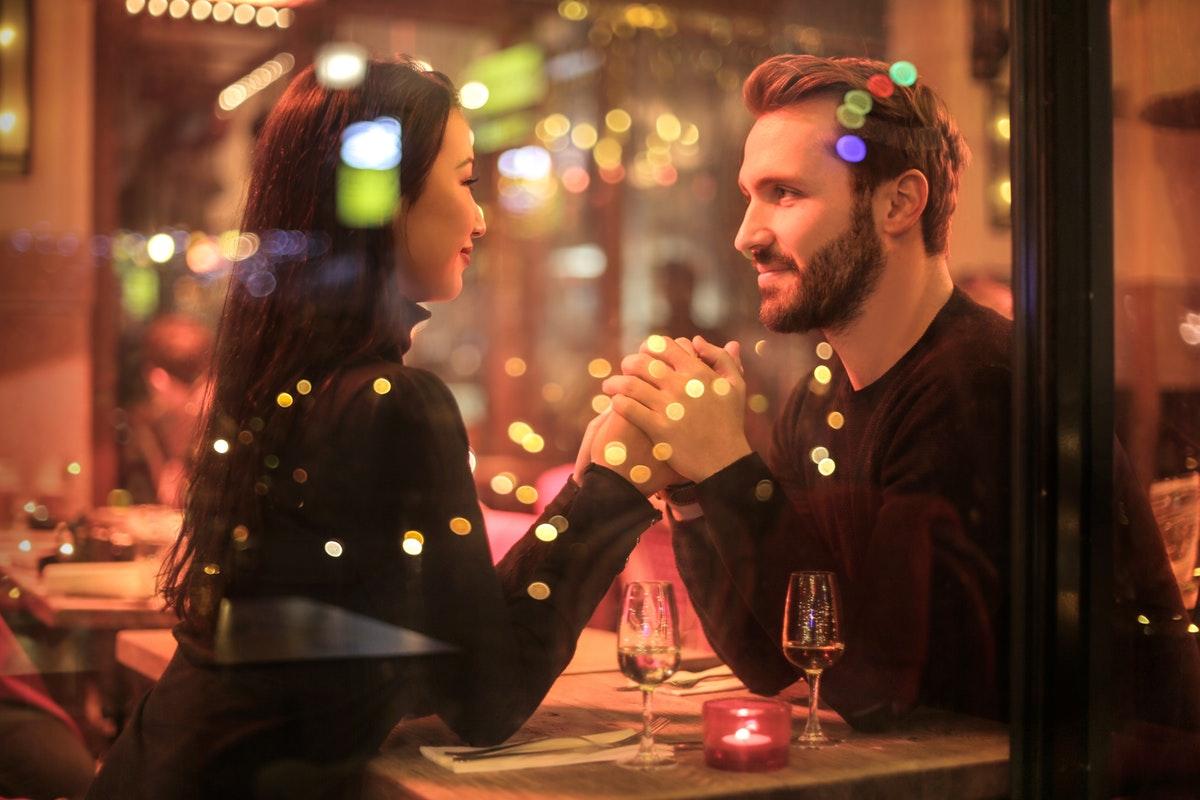 dating date restaurant