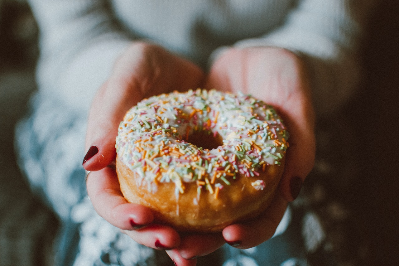 donut-with-sprinkles-1785852