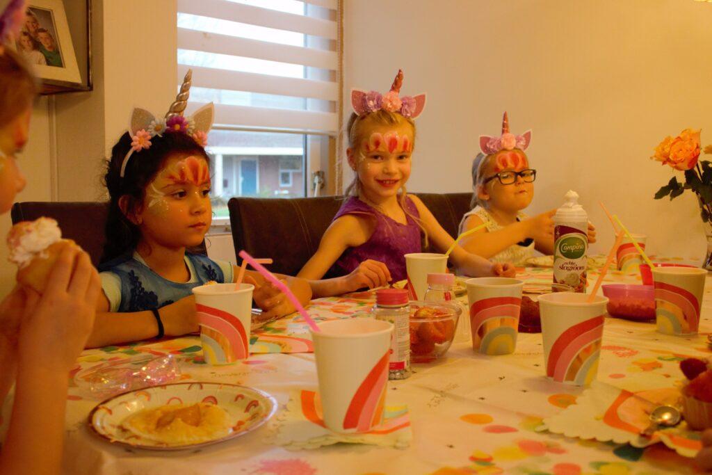 Charlotte geeft een feestje